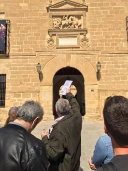 Frente a la puerta del hospital de Santiago