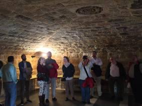 En la falsa cripta bajo la escalera, con Polia