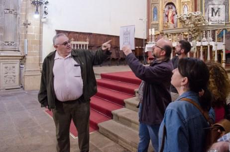 Junto a la portada de la capilla del deán Ortega