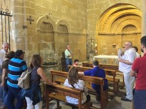 La capilla bautismal y su pozo de los amantes...